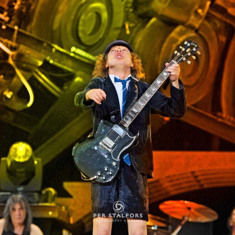 Agnus Young AC/DC